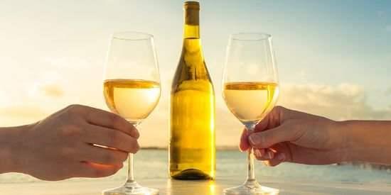 怎么光看葡萄酒颜色就能知道品种的呢?