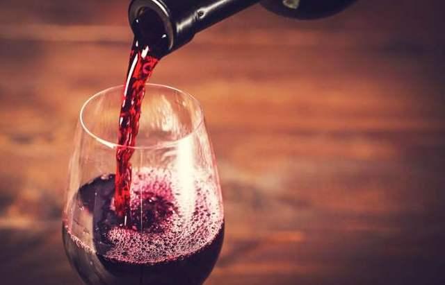 观察酒瓶外观辨别葡萄酒的优劣?