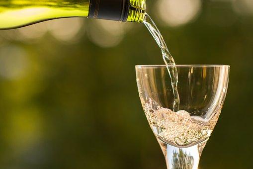 酿造白葡萄酒的过程是怎样的?