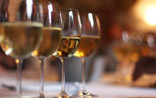 酵母菌对红葡萄酒颜色是到底有何影响?