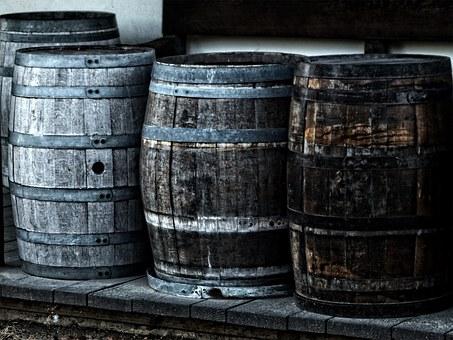 各位朋友们知道橡木桶储存葡萄酒多久才算好吗?