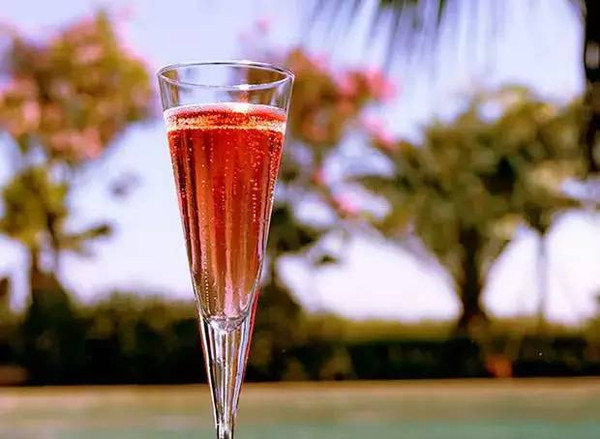 红酒是女性的保持美丽的佳品