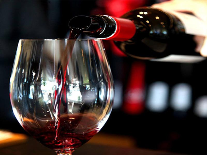 如何品味红酒这个魅力美人呢