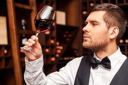 怎么品尝一杯醇香红酒