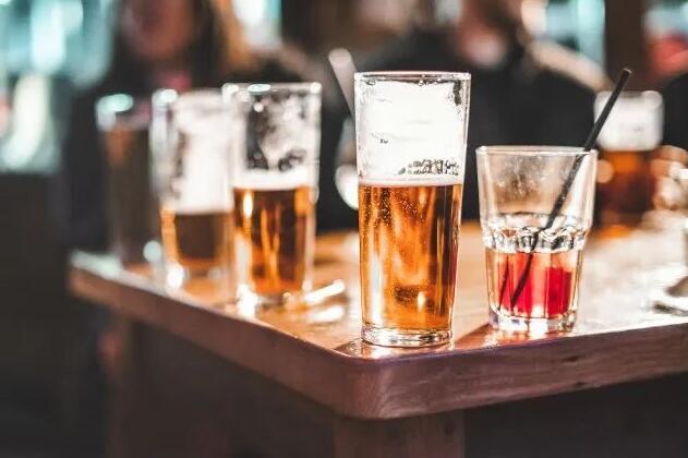 全球多国推出限酒令和禁酒令,引发人们恐慌性购酒