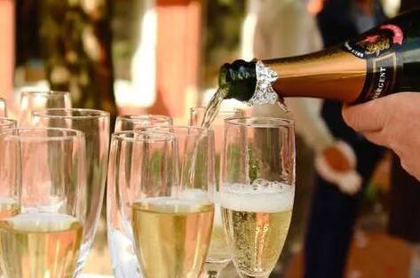疫情影响下,香槟销售量大幅下降