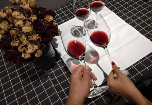 红葡萄酒中含有抗氧化剂,你知道吗