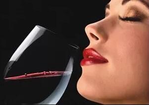 为什么我的葡萄酒闻不到香气?