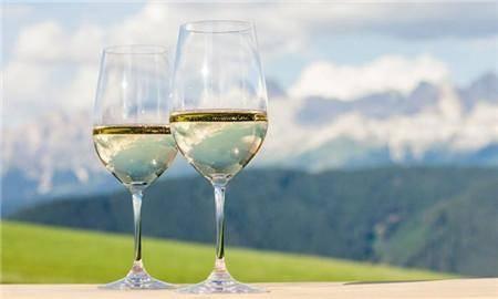 海鲜可以搭配白葡萄酒吗