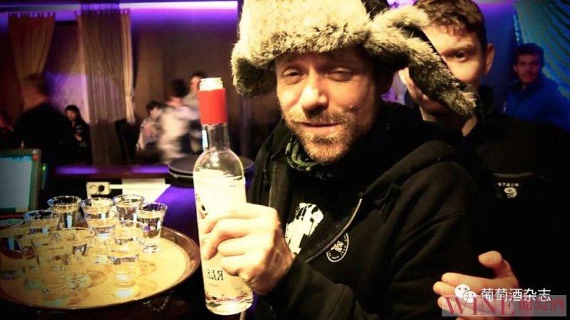 俄罗斯健康部长建议,将法定饮酒年龄提高到21岁