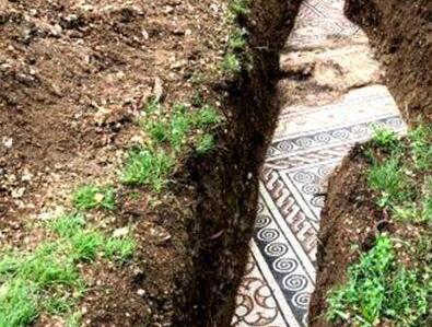 意大利葡萄庄园挖掘出古罗马马赛克地板砖