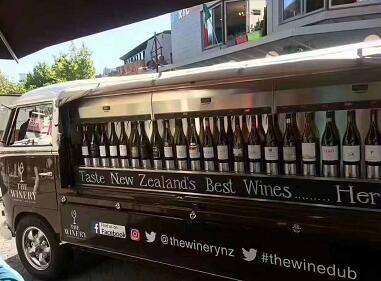如何在擺攤經濟的風口上,賣酒月入百萬?