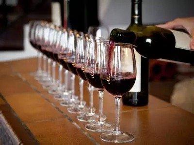 每天喝葡萄酒应该喝多少