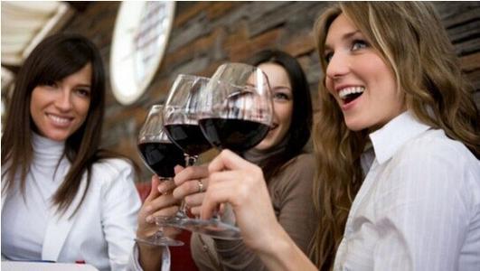 适量饮用葡萄酒对身体健康有利