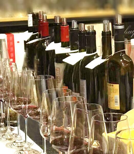 蛇龙珠葡萄酒品鉴会在长沙葡壹教室举行