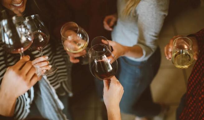多家國產酒企業發布半年報報告