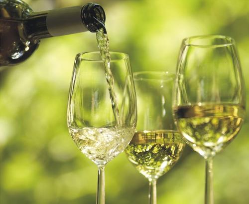 每周适量喝葡萄酒可以避免危害身体健康