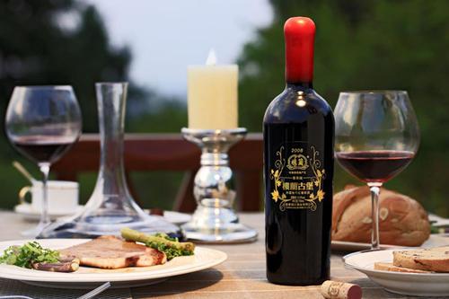 冬季喝葡萄酒可以养颜