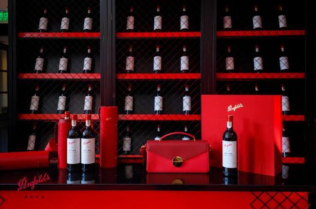Penfolds奔富与时尚品牌跨界合作,推出限量设计奔富酒红包