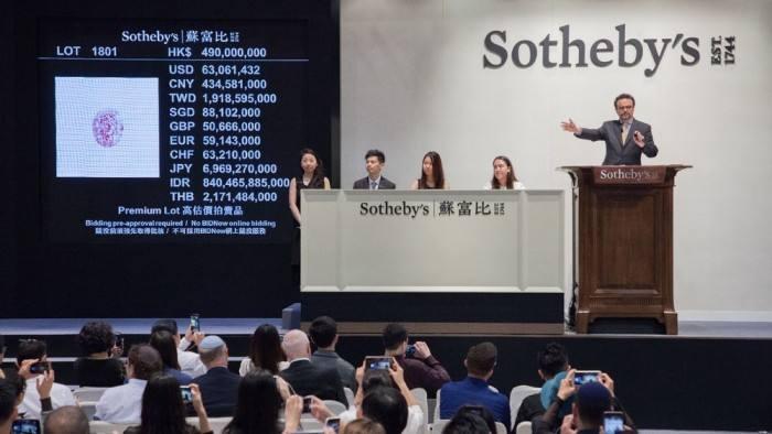 苏富比将拍卖赛奎农酒庄的250多件拍卖品