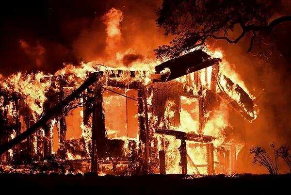 加州葡萄酒产地纳帕谷爆发山火