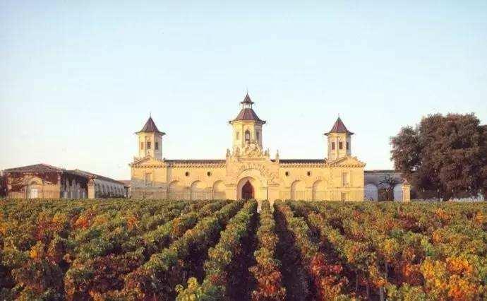 法国爱士图尔酒庄推出限量版木箱葡萄酒