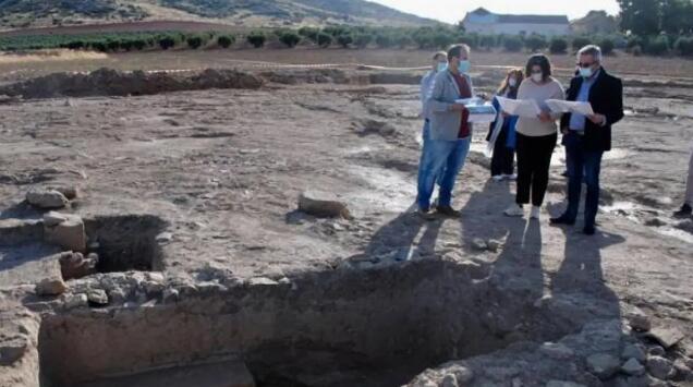 考古学家在瓦尔德佩涅斯发现古罗马别墅和酒窖