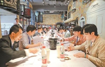 首届深圳市职工技术运动会侍酒师品酒师盲品竞赛日前举行
