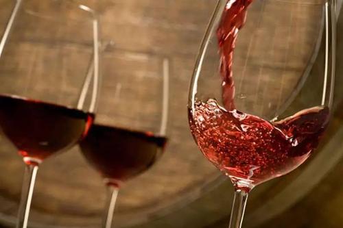 男性每天适饮葡萄酒有哪些好处