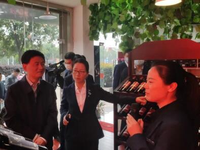 商洛市市长率代表团到南京扶贫,参观商洛秦岭农产品丹凤馆旗舰店