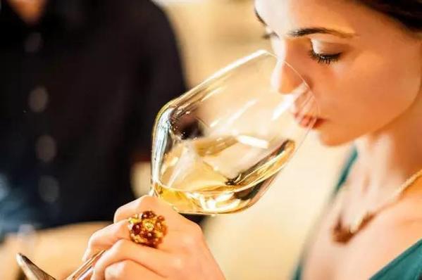 女性适饮葡萄酒有哪些好处