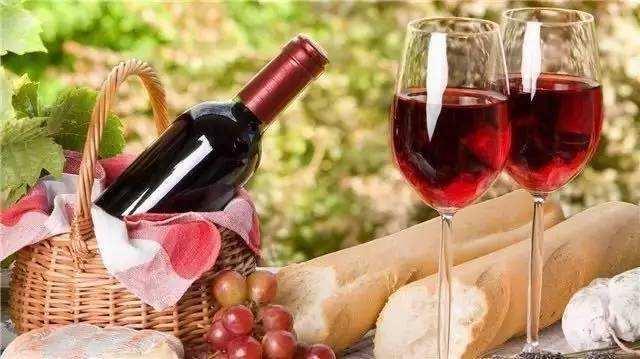 适量饮葡萄酒有哪些益处