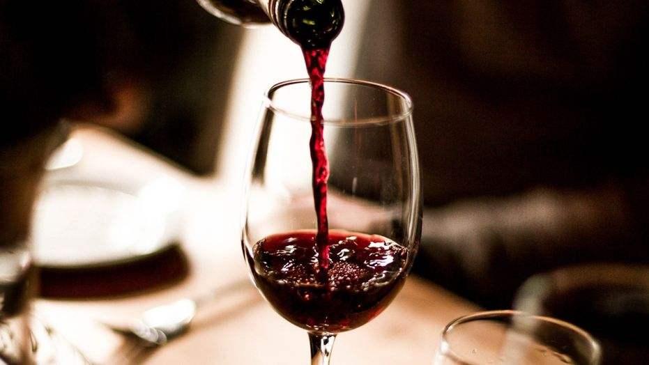 红酒瓶底凹槽起到什么作用?