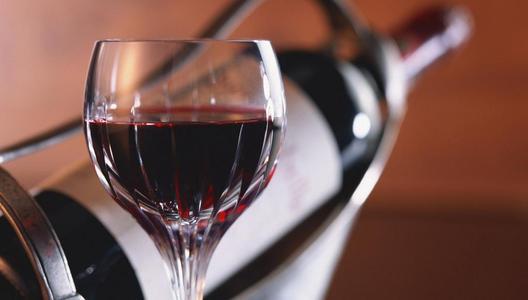 适量喝葡萄酒是食疗养生的好方法