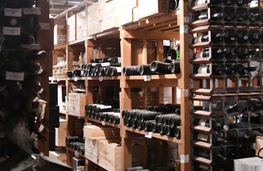 英国葡萄酒店铺遭遇盗窃事件,25万英镑葡萄酒被偷走