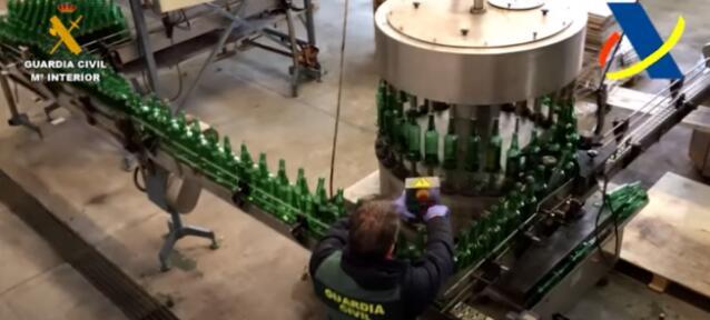 西班牙警方查获近30万瓶从中国进口威士忌酒