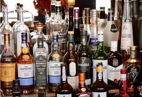 疫情导致希腊酒吧和俱乐部关闭,酒类需求量剧增