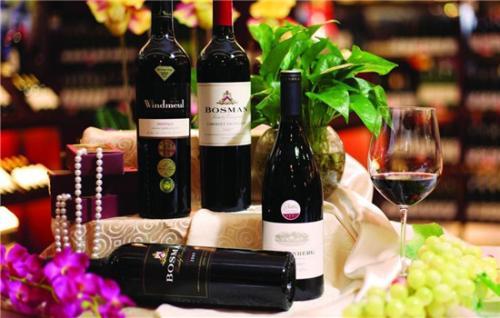 酒色不同的葡萄酒是怎么来的呢