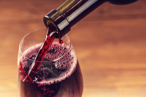 会哭的红酒才是好酒,这是因为酒泪吗