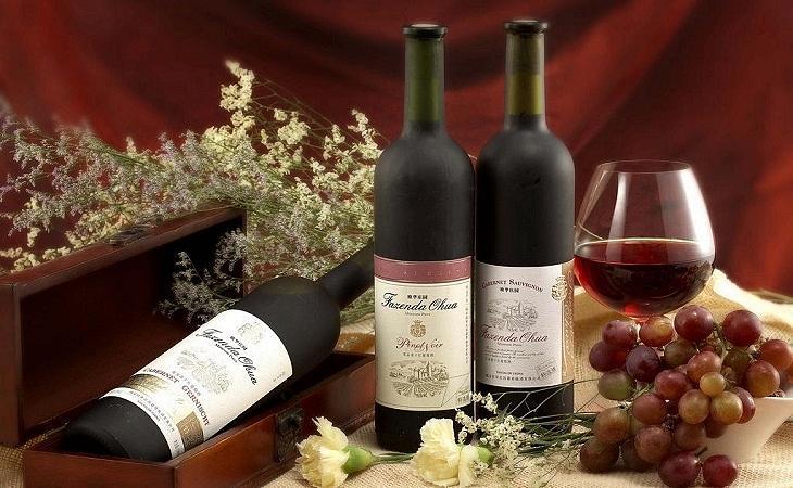 为什么喝完红酒后感觉舌头和嘴唇会发黑呢