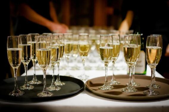 2020年香槟销量同比下降25%