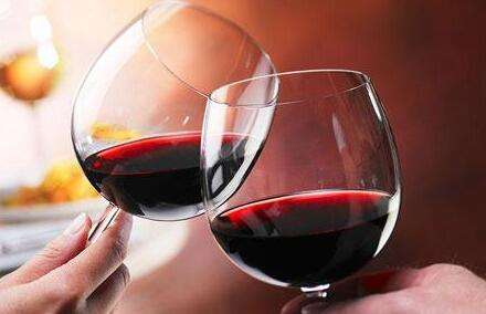 喝红酒时为什么会有涩感?