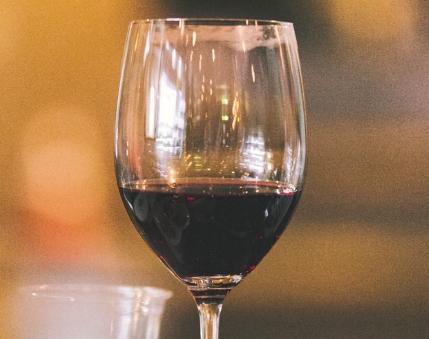 法国美乐干红葡萄酒特点?