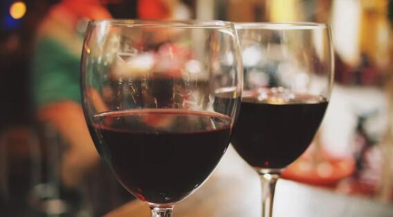 最新研究:葡萄酒中的单宁可以抗击新冠病毒