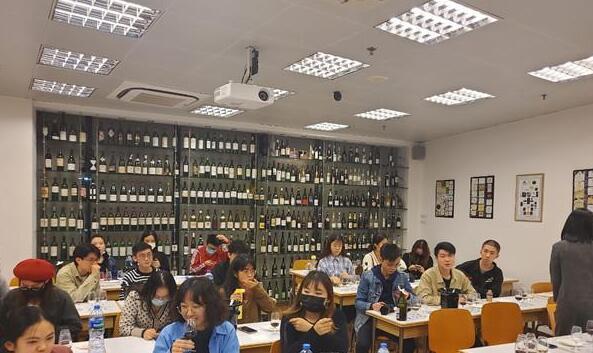 澳门旅游学院葡萄酒品尝学会举办今年首次品酒活动
