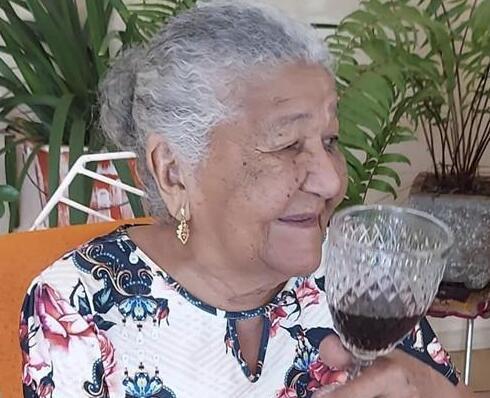 101岁老人被邀请成为葡萄酒品牌网络代言人