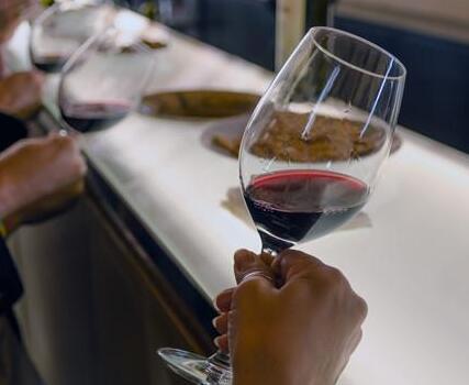 因疫情导致失去味觉或嗅觉,近四成葡萄酒人士陷入从业困难