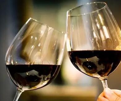 最新研究:适量喝葡萄酒有助于降低患白内障机率