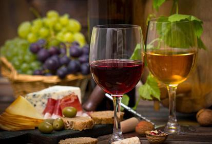 冬季寒冷适量饮葡萄酒对健康有益吗