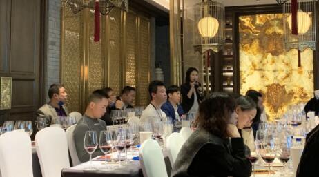 意酒频道在成都糖酒会酒店展中举办大师班活动